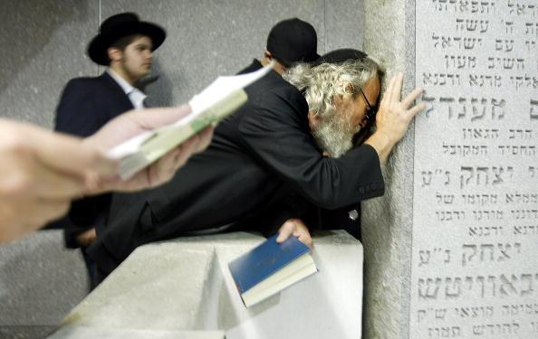 Mario Tama「Lubavitchers Mark 10 Years Since Death Of Revered Rabbi」:写真・画像(2)[壁紙.com]