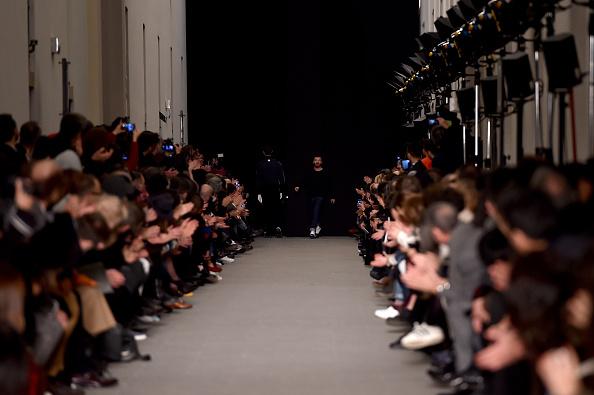 Applauding「ANDREA POMPILIO - Runway - Milan Menswear Fashion Week Fall Winter 2015/2016」:写真・画像(15)[壁紙.com]