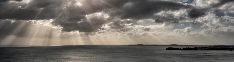 Spirituality「UK, Wales, Pembrokeshire, Tenby, dramatic sky, coast and sea」:スマホ壁紙(14)