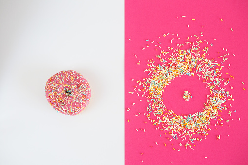 Contrasts「Donut covered in sprinkles and donut shape」:スマホ壁紙(1)