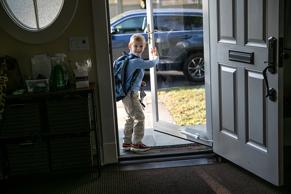 School Bus「Connecticut Students Return To School With Hybrid Model During COVID-19 Pandemic」:写真・画像(2)[壁紙.com]