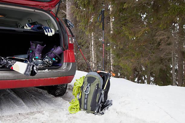 Ski mountaineering equipment in boot of car:スマホ壁紙(壁紙.com)