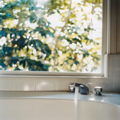 Water「Faucet and Window」:スマホ壁紙(9)