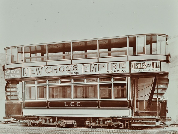 Double-Decker Bus「Double-Decker Electric Tram With Advertisement For The New Cross Empire, 1907」:写真・画像(16)[壁紙.com]