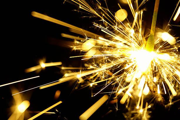 Fire sparkler:スマホ壁紙(壁紙.com)