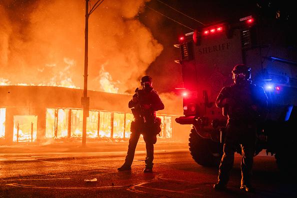 トピックス「Protests Erupt After Kenosha, WI Police Shoot Black Man 7 Times In The Back」:写真・画像(8)[壁紙.com]
