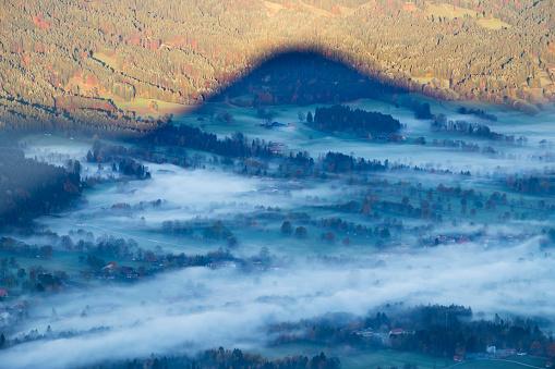 Brauneck「Germany, Upper Bavaria, morning fog in Isar valley, shadow of mountain, view from Geierstein」:スマホ壁紙(10)