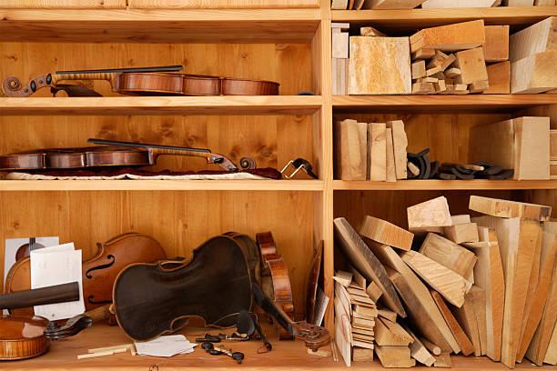 Germany, Upper Bavaria, Schaeftlarn, Violin work tool in studio:スマホ壁紙(壁紙.com)