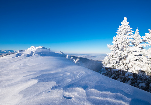 Bavarian Prealps「Germany, Upper Bavaria, Lenggries, snow-covered summit of Brauneck」:スマホ壁紙(3)