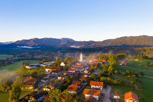 Brauneck「Germany, Upper Bavaria, Gaissach, Aerial view of Isartal with Brauneck and Benediktenwand」:スマホ壁紙(15)