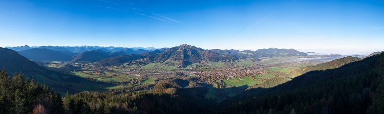Brauneck「Germany, Upper Bavaria, Panoramic view from Geierstein over Isar valley, Lenggries and Brauneck, Isarwinkel」:スマホ壁紙(9)