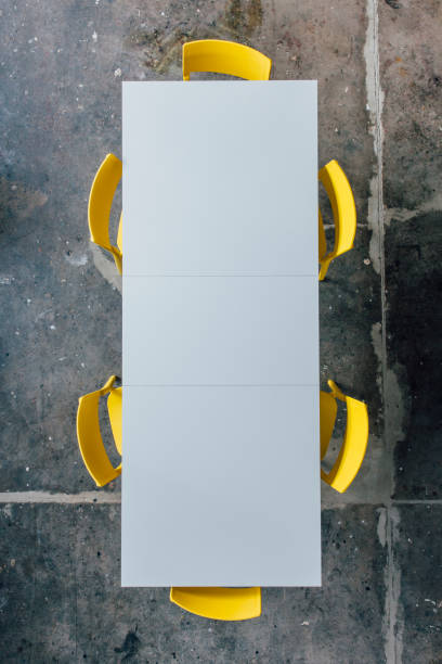 Empty conference table seen from above:スマホ壁紙(壁紙.com)