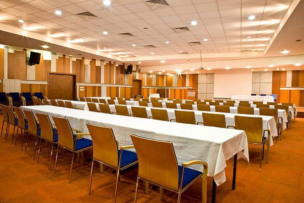 Empty conference room with rows of tables and chairs:スマホ壁紙(壁紙.com)