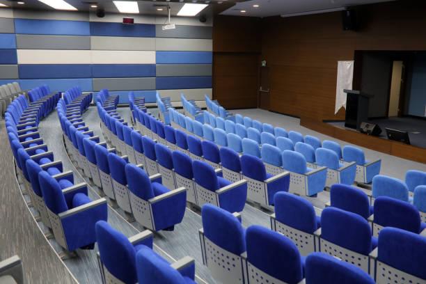 Empty conference hall:スマホ壁紙(壁紙.com)