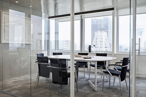 Corporate Business「Empty conference room against window in office」:スマホ壁紙(17)