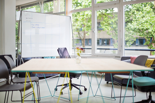 Empty Desk「Empty conference room in new office」:スマホ壁紙(5)