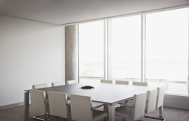 Empty conference room in modern office:スマホ壁紙(壁紙.com)