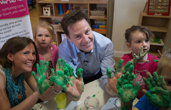 Alternative Pose「Nick Clegg Campaigns In Poole」:写真・画像(11)[壁紙.com]