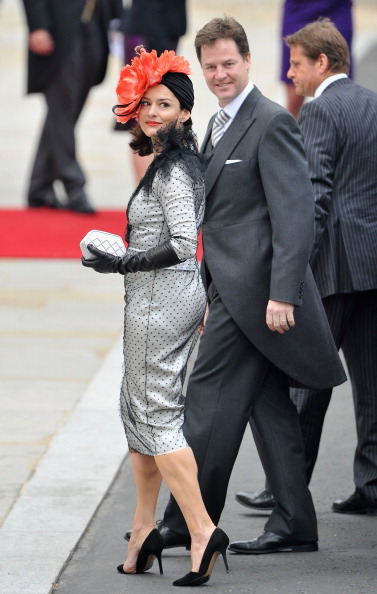 Sleeved Dress「Royal Wedding - Wedding Guests And Party Make Their Way To Westminster Abbey」:写真・画像(17)[壁紙.com]