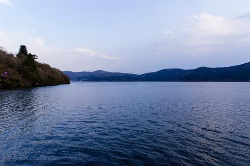 Japan「Dusk along Lake Ashinoko, Hakone, Japan.」:スマホ壁紙(15)
