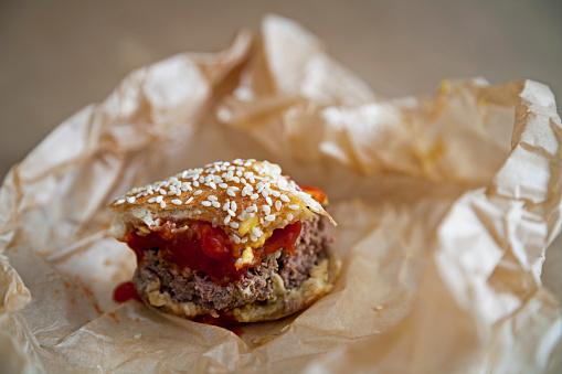 Hamburger「Messy Hamburger Bite」:スマホ壁紙(18)
