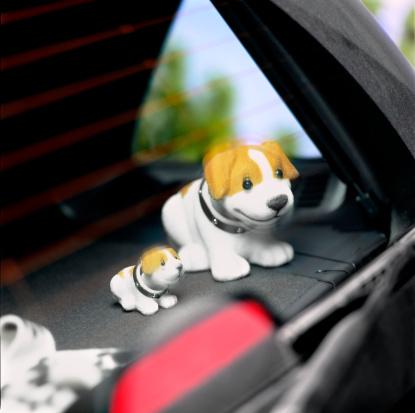 Nodding Dog「Nodding dogs in car, blurred motion」:スマホ壁紙(5)
