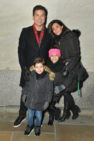 マリオ・ロペス「86th Annual Rockefeller Center Christmas Tree Lighting Ceremony」:写真・画像(9)[壁紙.com]