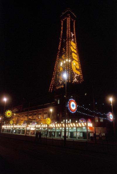 Light Bulb「Blackpool Tower lit up by night, Blackpool, 1999. Artist: P Williams」:写真・画像(6)[壁紙.com]
