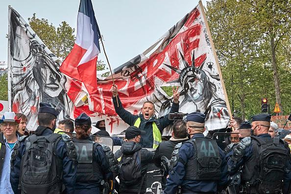 Paris - France「May Day Protests In Paris」:写真・画像(11)[壁紙.com]