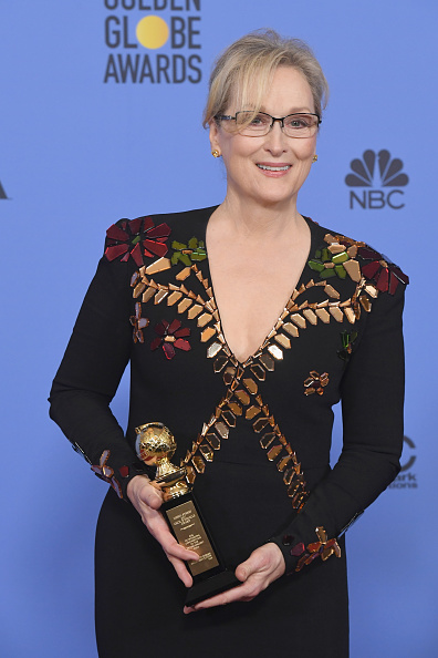 カメラ目線「74th Annual Golden Globe Awards - Press Room」:写真・画像(3)[壁紙.com]