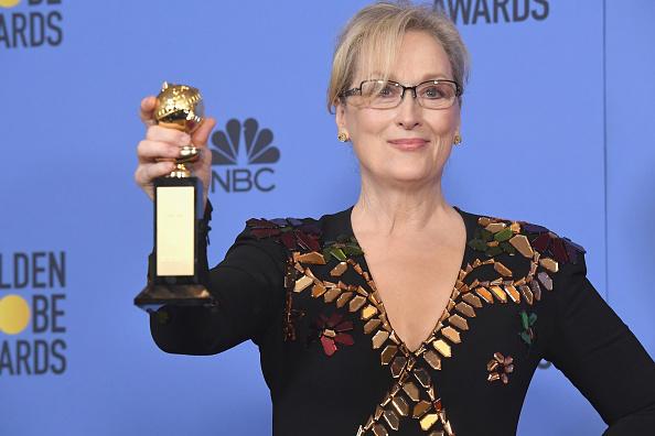 Golden Globe Award trophy「74th Annual Golden Globe Awards - Press Room」:写真・画像(13)[壁紙.com]
