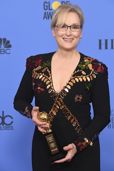 カメラ目線「74th Annual Golden Globe Awards - Press Room」:写真・画像(4)[壁紙.com]
