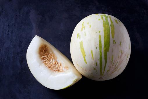メロン「Snowball Melon on dark ground」:スマホ壁紙(2)