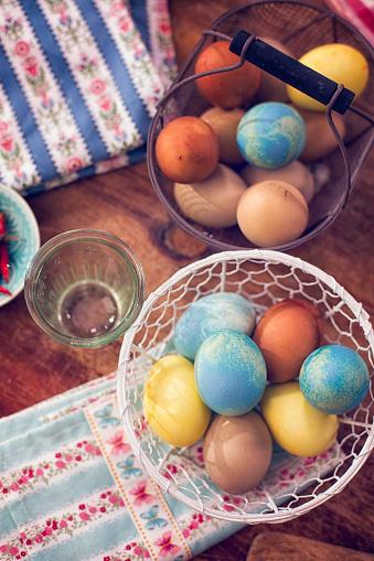 イースター「Naturally Dyed Easter Eggs in a Basket」:スマホ壁紙(11)