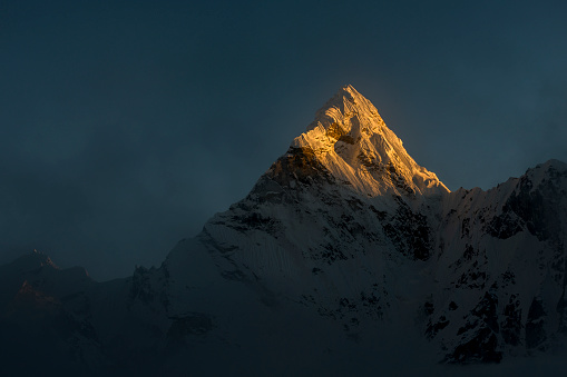 Ama Dablam「Nepal, Khumbu, Everest region, Ama Dablam sunset on summit」:スマホ壁紙(17)