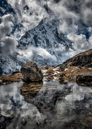 Khumbu「Nepal, Khumbu, Everest region, reflection of Arakam Tse」:スマホ壁紙(4)