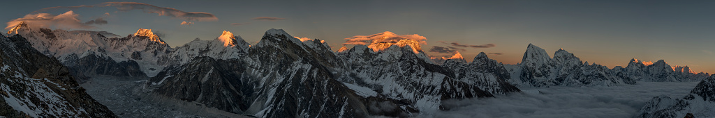Khumbu「Nepal, Khumbu, Everest region, Everest range from Gokyo ri peak, Panorama」:スマホ壁紙(8)