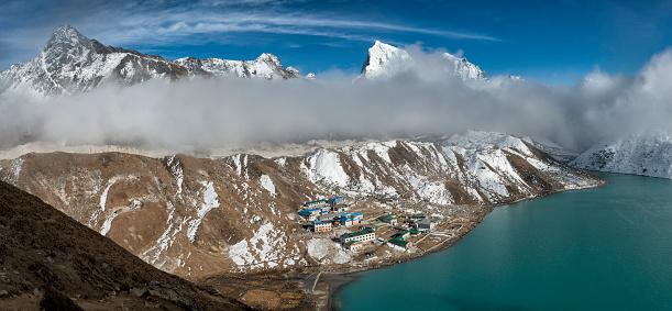 Khumbu「Nepal, Khumbu, Everest region, View to Gokyo from Gokyo ri peak」:スマホ壁紙(5)