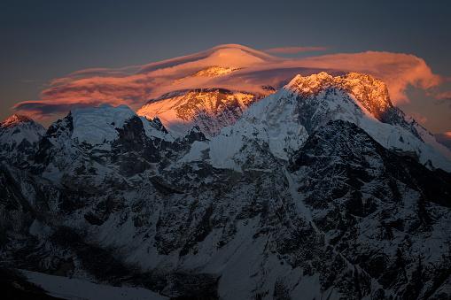 Khumbu「Nepal, Khumbu, Everest region, sunset on Everest from Gokyo ri peak」:スマホ壁紙(9)