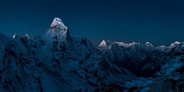 Khumbu「Nepal, Khumbu, Everest region, sunrise on Ama Dablam from Island peak」:スマホ壁紙(14)