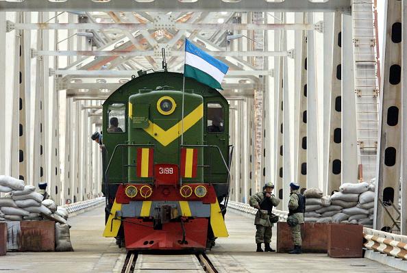 Uzbekistan「Humanitarian Aid at Uzbekistan Border」:写真・画像(5)[壁紙.com]