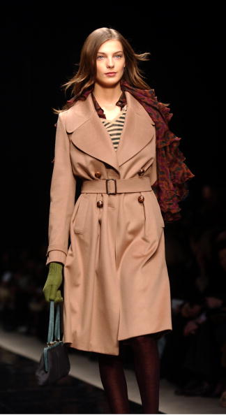 Giuseppe Cacace「Burberry Prorsum Defile At The 2004 Milan Fashion Week」:写真・画像(12)[壁紙.com]
