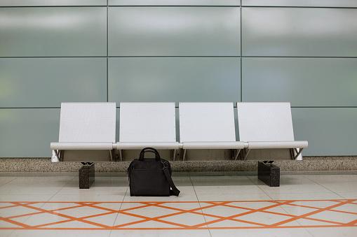 Bench「Forgotten Luggage」:スマホ壁紙(9)