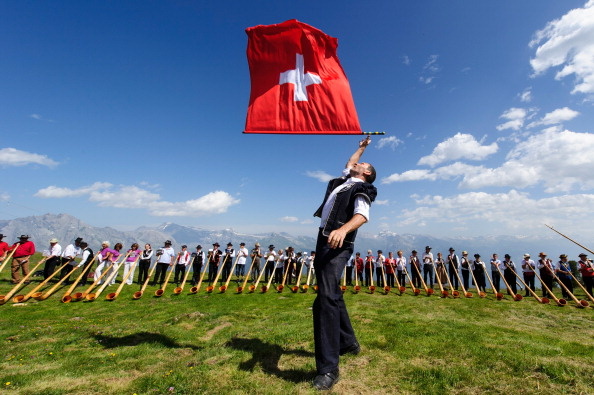 Switzerland「Alphorn Players Gather For Nendaz Festival」:写真・画像(1)[壁紙.com]