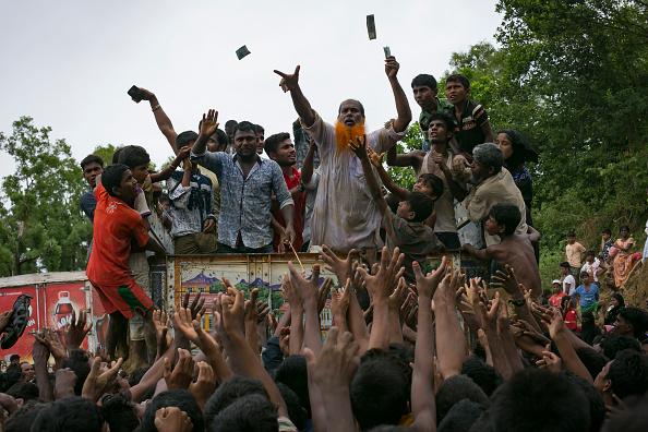クライミング「Rohingya Refugees Flood Into Bangladesh」:写真・画像(1)[壁紙.com]