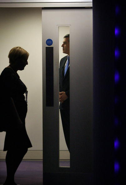 Waiting「Gordon Brown Confirmed As Labour Leader」:写真・画像(6)[壁紙.com]