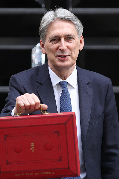 Budget「The Chancellor Of The Exchequer Leaves Downing Street To Present The 2017 Budget To Parliament」:写真・画像(19)[壁紙.com]
