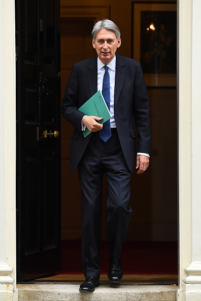 Treasury - Finance and Government「The Chancellor Of The Exchequer Delivers His First Autumn Statement」:写真・画像(17)[壁紙.com]