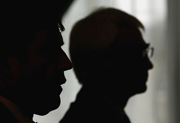 Silhouette「Gordon Brown And Alistair Darling Announce A New Minimum Wage」:写真・画像(8)[壁紙.com]
