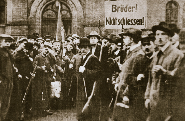 Party - Social Event「Brothers Don't Shoot!' Placard During The German Revolution Berlin circa 1918-circa 1919」:写真・画像(8)[壁紙.com]